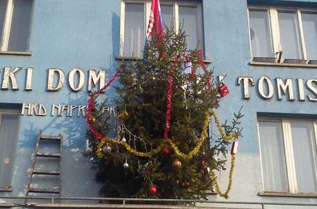 Kićenje Božićnog drvca u HKD Napredak