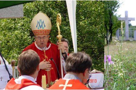 Kardinal Puljić posvetio križ Sv. Ante na brdu Kruščik u Čajdrašu