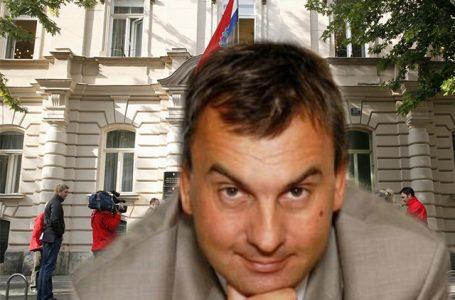 Kolumna Tihomira Dujmovića: Vrijeme apsurda