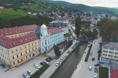 Udruga Klik donirala ruksake i školski pribor za učenike Osnovne škole – KŠC Travnik