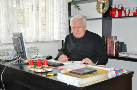 Božićna čestitka župnika župe Čajdraš vlč. Mire Bešlića