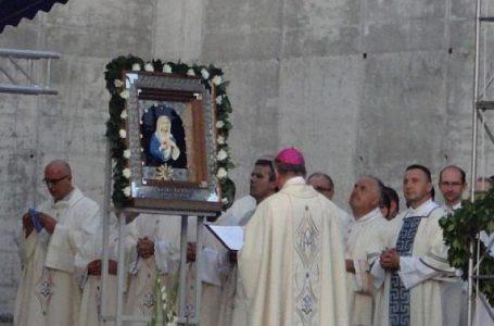 SVETIŠTE KOJE JE RODILA MARIJINA SUZA U srcu bajkovite Pleternice nalazi se Svetište Gospi od suza, drugo takvo u svijetu
