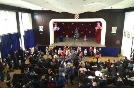 Sv. Nikola uveselio mališane u HKD Napredak Zenica