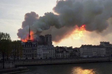 Vatra uništila parišku crkvu Notre Damae