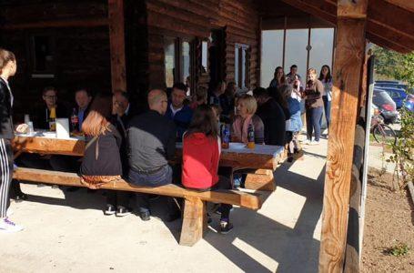HUM središnja Bosna uredila šetnicu i proslavila uspješnu godinu rada