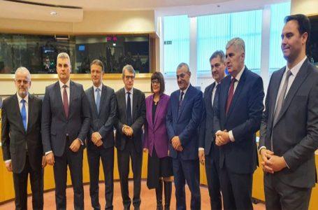 Provesti izmjene izbornog zakona, Hrvati ostaju vezivno tkivo BiH