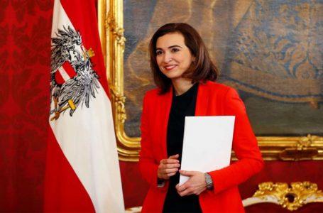 Ministrica u Austriji podrijetlom iz Tuzle želi izbaciti kršćanske simbole iz javnosti