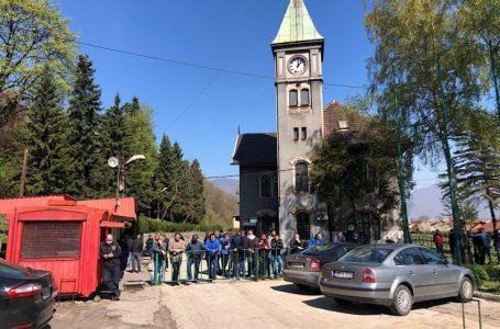 Zenički rudari u krugu poduzeća čekaju ishod sastanka Sindikata i Uprave