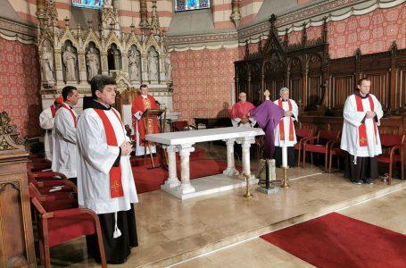 Nadbiskup koadjutor u katedrali predvodio obrede Velikog petka