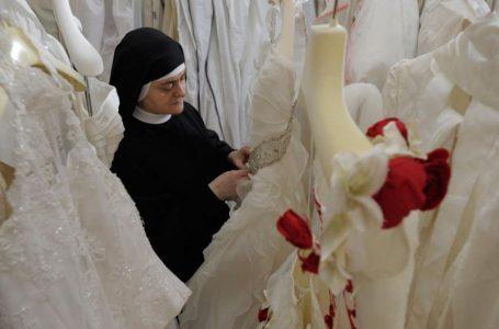 Sestre augustinke iz Svetišta svete Rite u Cascii vjenčanicama daruju buduće mladenke