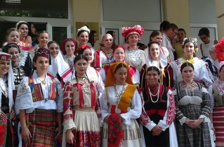 USKORO 6. Revija tradicijske odjeće i Izbor najljepše Hrvatice u narodnoj nošnji izvan RH