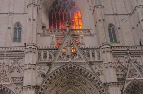 Požar u katedrali u francuskome gradu Nantesu