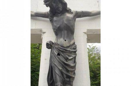 Oštećen križ u Bišnji kod Dervente