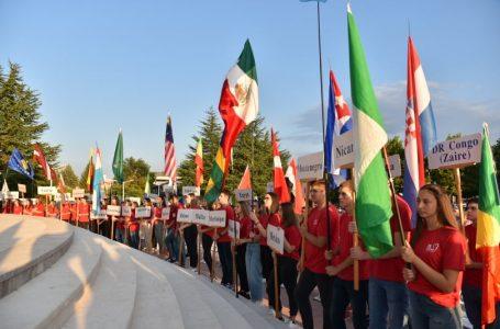Otvoren 31. Mladifest u Međugorju sa zastavama 110 zemalja, papa Franjo mladima uputio poruku
